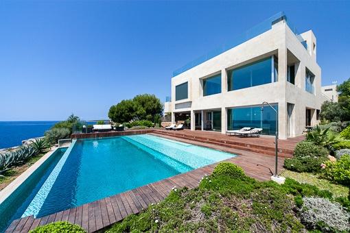Modernes Chalet mit Gästehaus in erster Meereslinie in Vallgornera - Cala Pi
