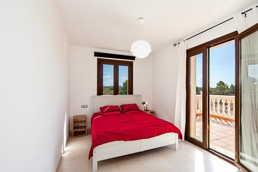 Weiteres Schlafzimmer mit Zugang zur Terrasse