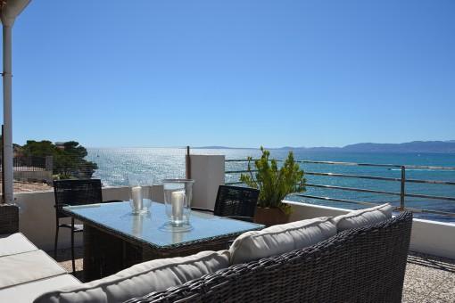 Traumhafte Penthouse-Wohnung mit tollen antiken Details direkt am Meer in Son Verí Nou