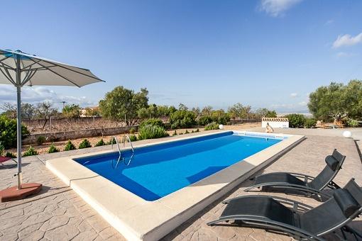 Schönes Landhaus mit Pool und großem Grundstück, in einer ruhigen und natürlichen Umgebung im Dorf Portol.