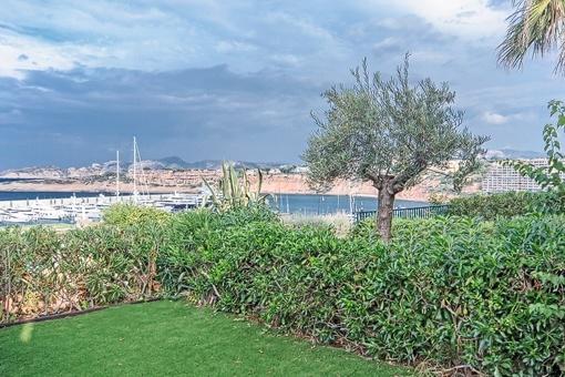 Garten mit Blick auf den Hafen