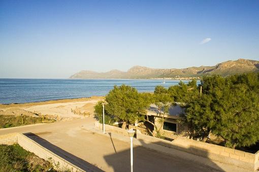 Ebenerdiges Haus mit direktem Strandzugang von Son Serra de Marina