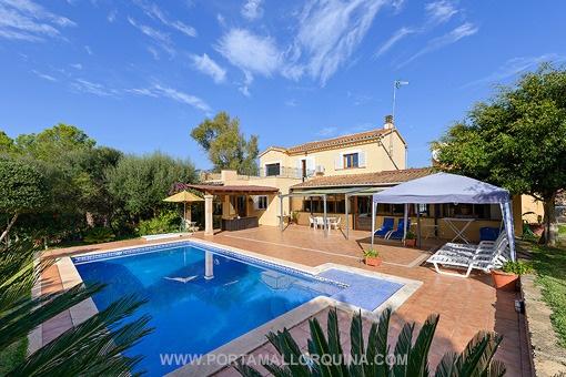 Geräumiges Haus mit viel Potenzial und privatem Garten in Santa Ponsa