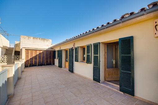 Obergeschoss mit großzügiger Terrasse