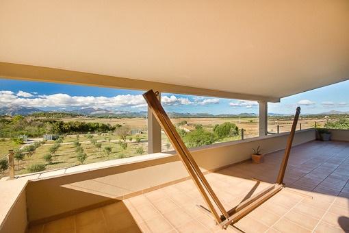 Überdachte Terrasse vom Hauptschlafzimmer