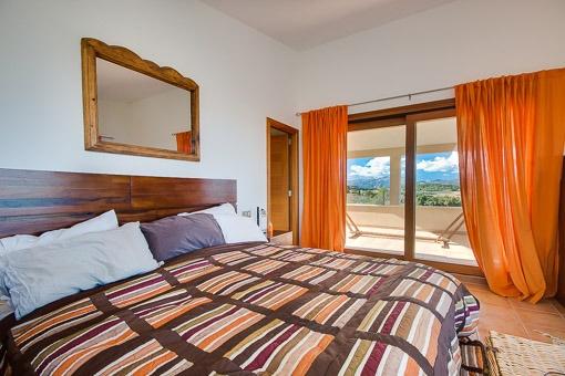 Hauptschlafzimmer mit tollem Blick auf das Umland