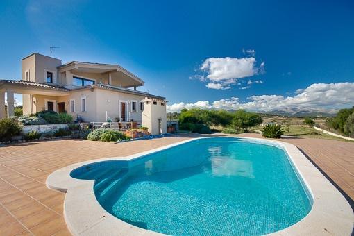 Neubaufinca in Hügellage bei Muro mit Panoramablick über eine der reizvollsten Landstriche Mallorcas bei Muro