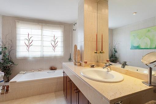 Hauptbadezimmer mit Whirlpool
