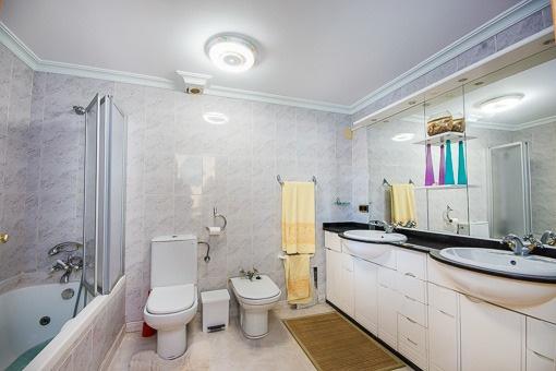 Großes Badezimmer für 2 Personen