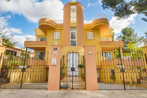 Familienfreudliches großes Haus nur 50 m zum Meer in Alcudia