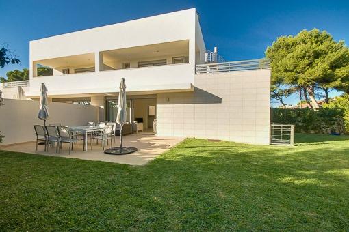 Exklusive Doppelhaushälfte in unmittelbarer Strandnähe an der Playa de Muro