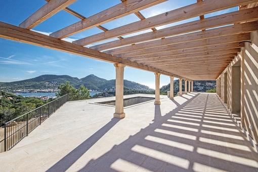 Modernes Neubauanwesen in privilegierter Lage mit fantastischem Hafenblick in Puerto de Andratx