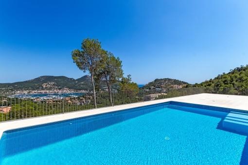Gerade fertiggestellte Villa mit grandiosem Hafenblick in Puerto de Andratx