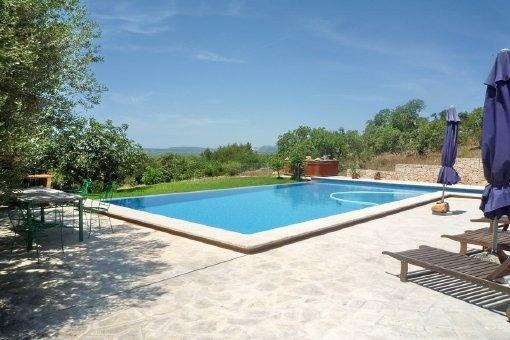 Großzügige Finca mit Gästehaus in herrlicher Lage und Panoramablick