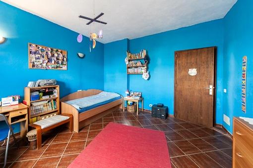 Blau gehaltenes Gästezimmer