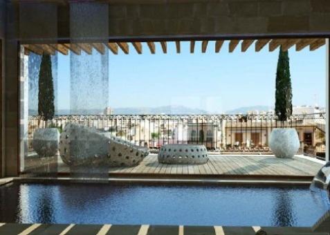 Altstadt-Palast zum Renovieren als großartige Gelegenheit für Investoren