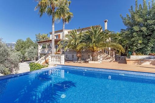 Herrliche Villa mit Garten und Pool in der Siedlung Sa Coma in Bunyola