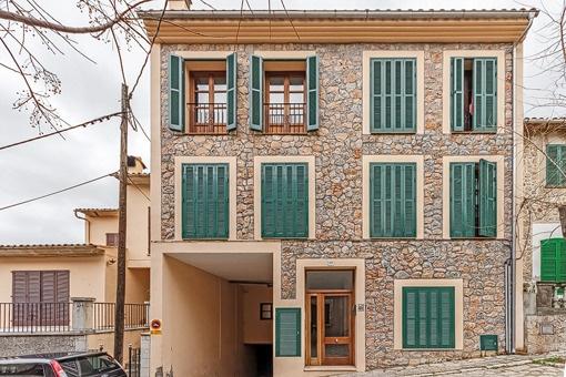 Zentral und luxuriös mit großer Terrasse und Garage in Valldemossa