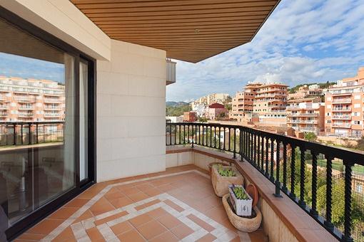 Wohnung mit unverbautem Blick, Garage und Gemeinschaftspool in La Bonanova