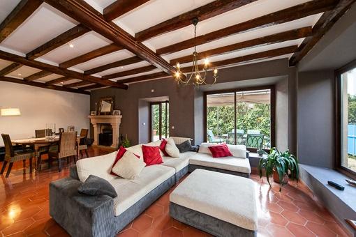Rustikales haus modern eingerichtet mit mallorquinischem for Haus rustikal modern