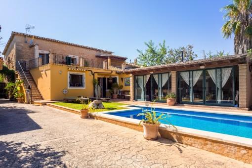 Wunderschönes Haus mit Pool, Bergblick und Möglichkeit eines Gästeapartments in Establiments