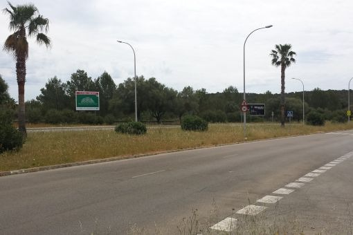 Grundstück nahe der Stra'e
