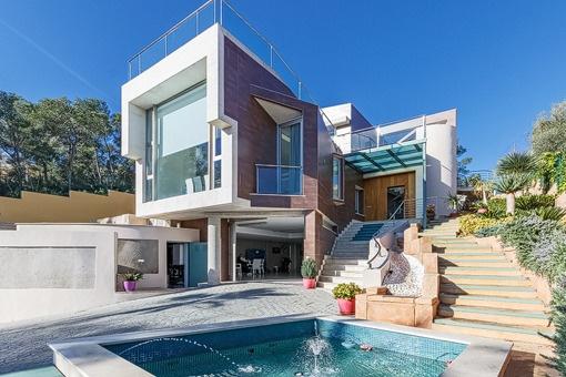 Spektakuläre moderne Villa in nächster Nähe zu Strand und internationalen Schulen