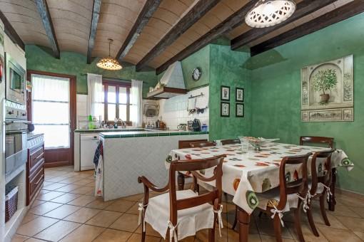 Weitere Küche im traditionellen Stil