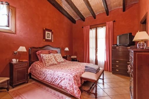 Eines von 6 Schlafzimmern verteilt auf 2 Gebäude
