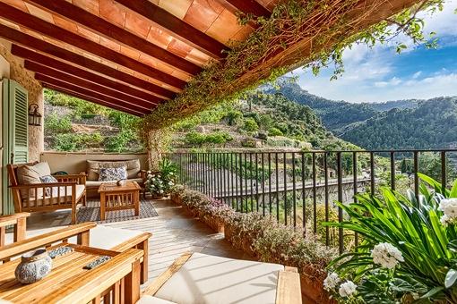 Schönes Penthouse mit großer Terrasse und fantastischem Blick auf das Tal und das Dorf von Deiá