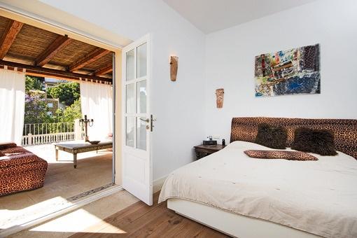 Schlafzimmer mit direktem Balkonzugang
