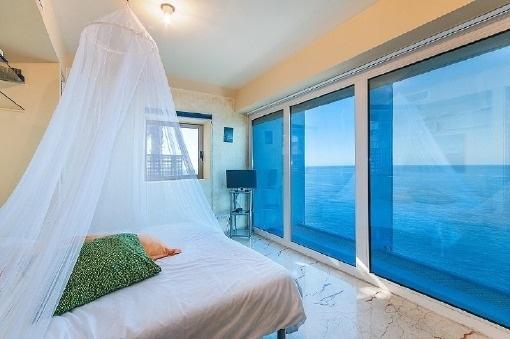 Schlafzimmer mit Blick auf das Mittelmeer