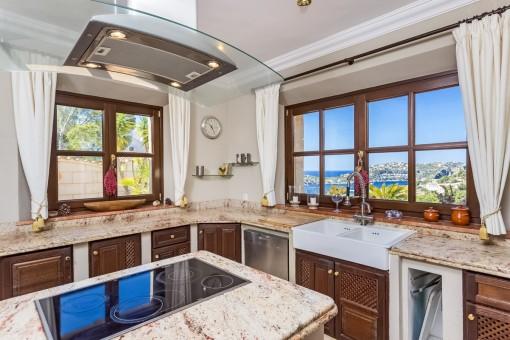 Küche mit Blick auf den Hafen