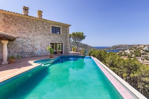 Mediterrane Finca mit Pool und Meerblick im Südwesten