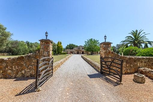Elegante Finca mit Gästehaus und Pferdestallungen im Herzen von Mallorca