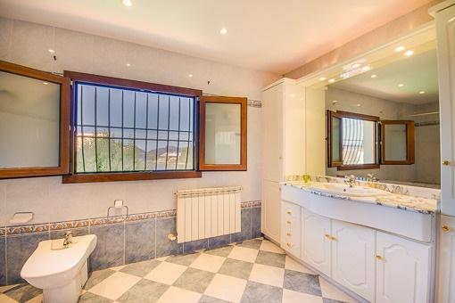 Hauptbadezimmer en Suite