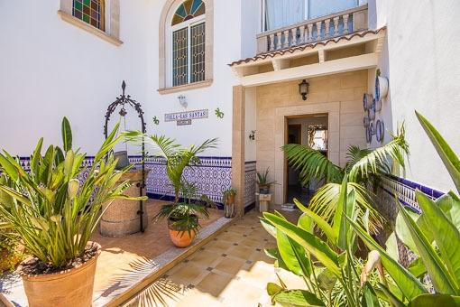 Mallorquinischer Eingangsbereich mit Brunnen