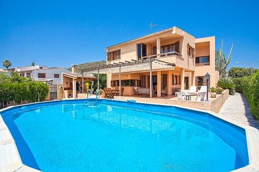 Schönes helles Haus mit Pool, Terrassen und Garage in Son Roqueta