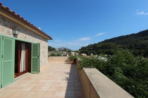 Möbliertes Einfamilienhaus mit Garten und Blick auf Olivenhaine