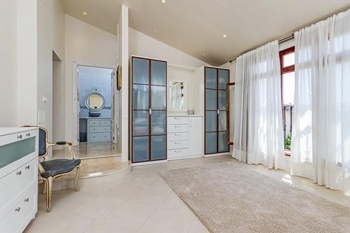Einzigartiges Schlafzimmer mit Badewanne