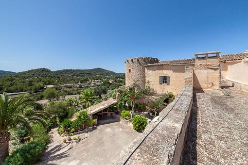 Finca nahe S'Horta mit Abwehrturm aus dem 14. Jahrhundert