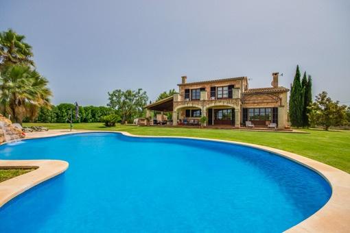 Neu erbautes Landhaus im mediterranen Stil und mit Swimmingpool im Norden Mallorcas