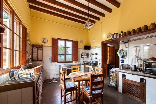 Lichtdurchflutete Küche