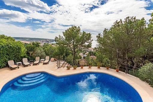 Geräumige, südlich ausgerichtete Villa mit Meerblick in Santa Ponsa