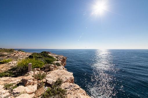 Grundstück in erster Meereslinie mit Baugenehmigung in Vallgonera