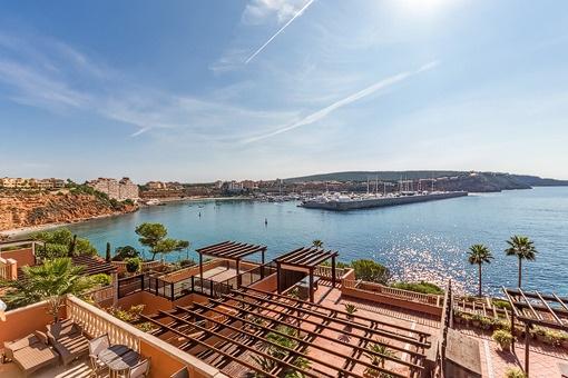2 Wohnungen, derzeit ein Duplex  in erster Meereslinie, mit 3 großen Terrassen & Blick auf Port Adriano