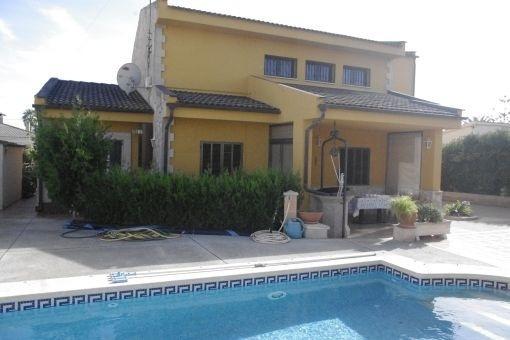 Schönes Einfamilienhaus mit Pool in Bahía Grande