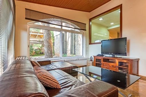 mallorquinisches modernes chalet in costa de la calma. Black Bedroom Furniture Sets. Home Design Ideas
