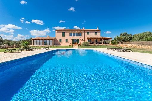 Herrschaftliches Anwesen mit Blick auf das Meer in Portocolom