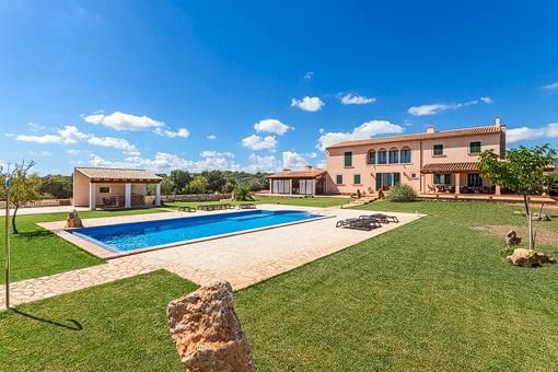 Finca mit großzügigem Grundstück von 21.000 qm